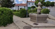 Fuente y Plaza de Arriba Villanueva de Ávila